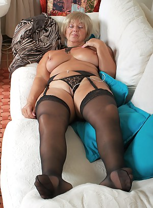 MILF Sleeping Porn Pictures